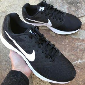NEW Nike Downshifter 7 Sneaker Size 8 Wide